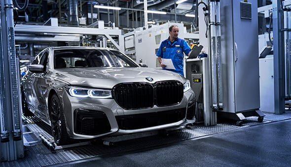 De eerste BMW 7 Series rollen van de band.