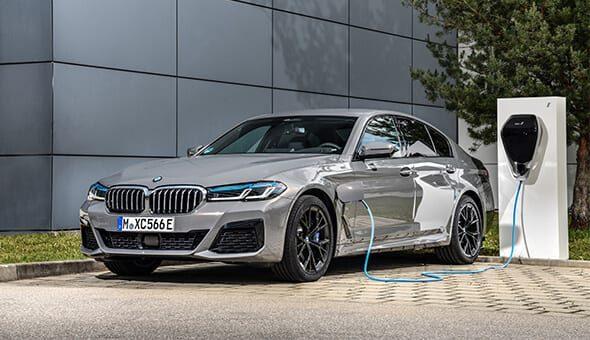 Met de BMW 545e xDrive rijdt u sportief én duurzaam